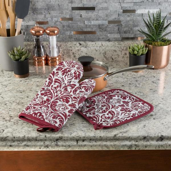 Quilted Cotton Burgundy Heat/Flame Resistant Oven Mitt and Pot Holder Set (2-Pack)
