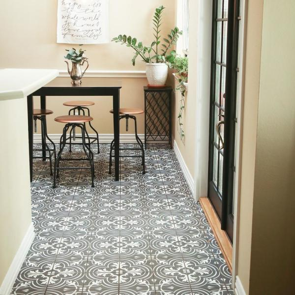 Merola Tile Twenties Classic Encaustic 7 3 4 In X 7 3 4 In Ceramic Floor And Wall Tile 11 11 Sq Ft Case Frc8twcl The Home Depot
