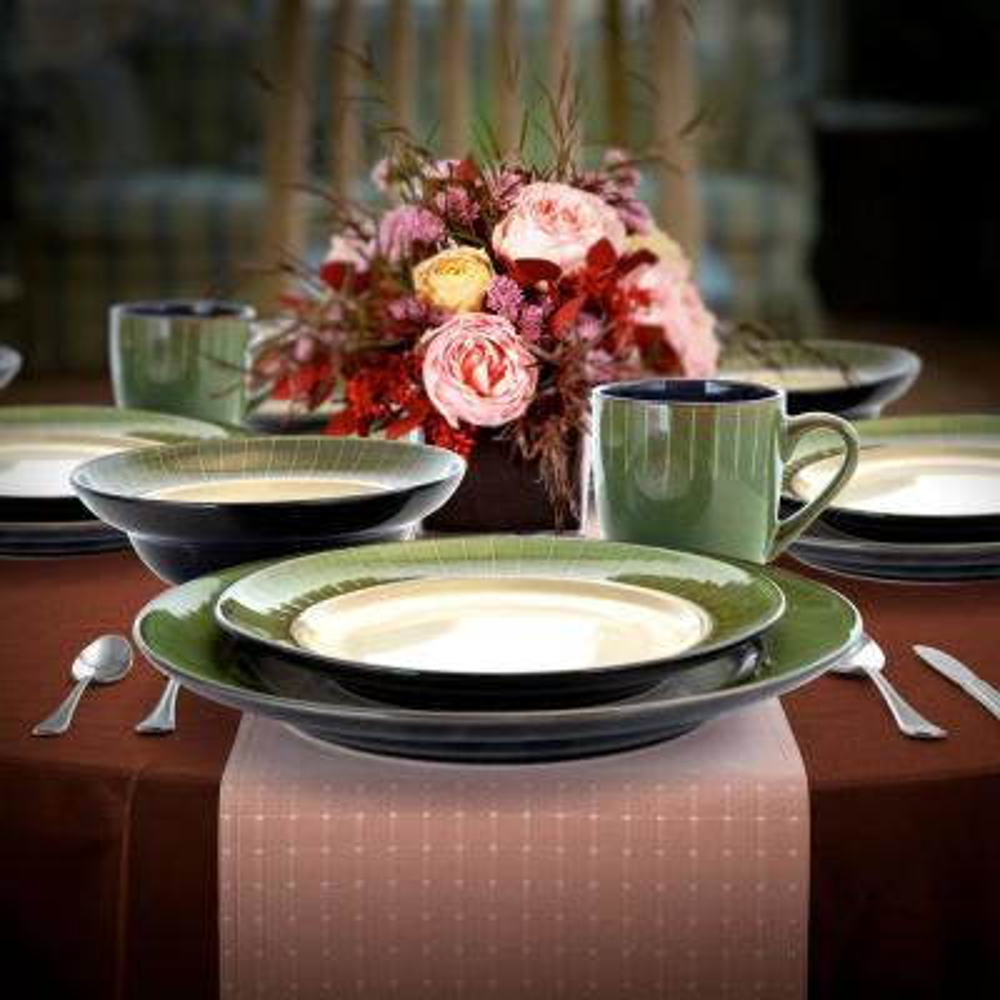 Grand Jade 16-Piece Modern Green Stoneware Dinnerware Set (Service for 4)