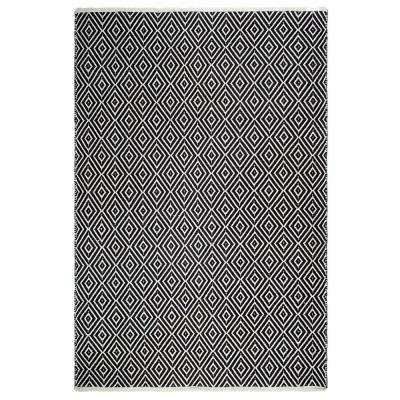 Veria - Indoor/ Outdoor Black and White (4 ft. x 6 ft. ) - PET Area Rug