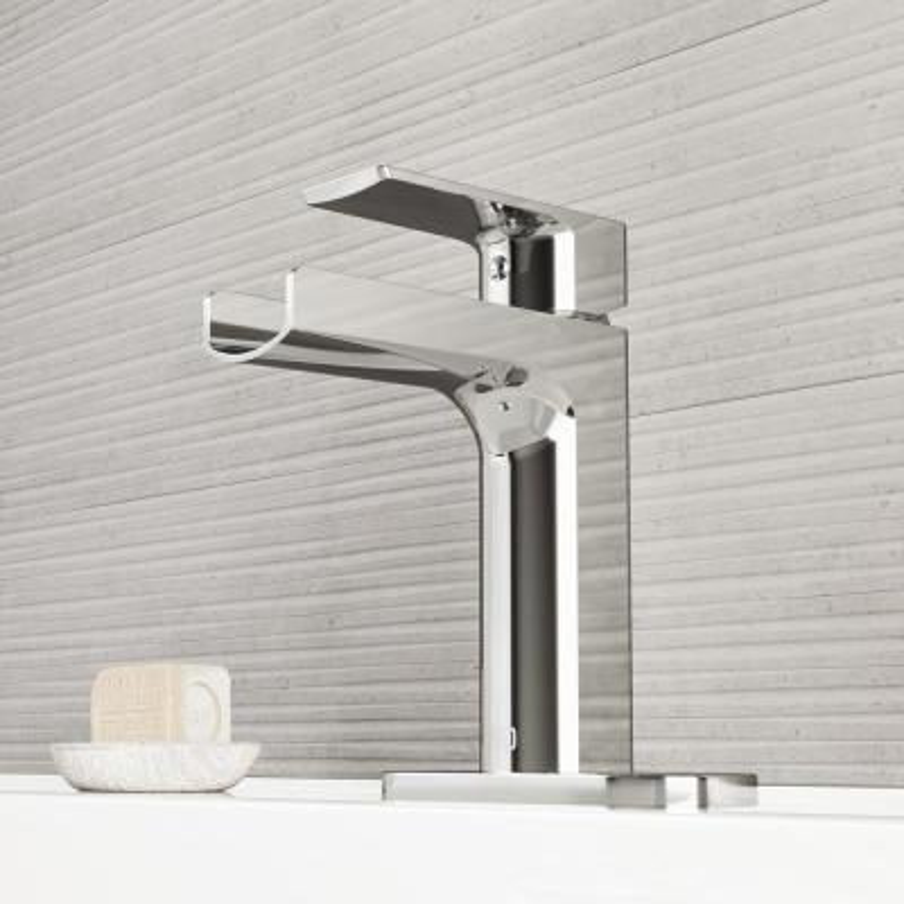 Ileana Single Hole Single-Handle Bathroom Faucet with Deck Plate in Chrome