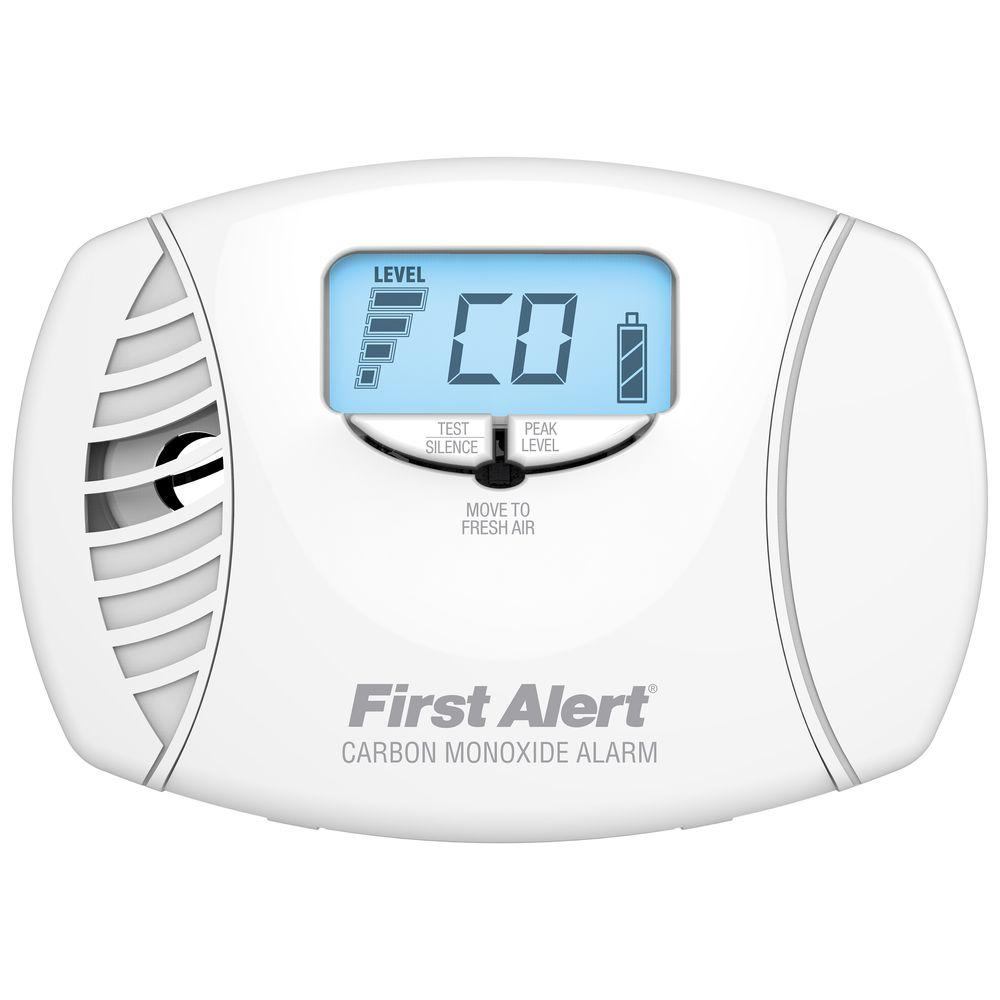 First Alert Plug-In Carbon Monoxide Alarm with Digital Display and Battery Backup