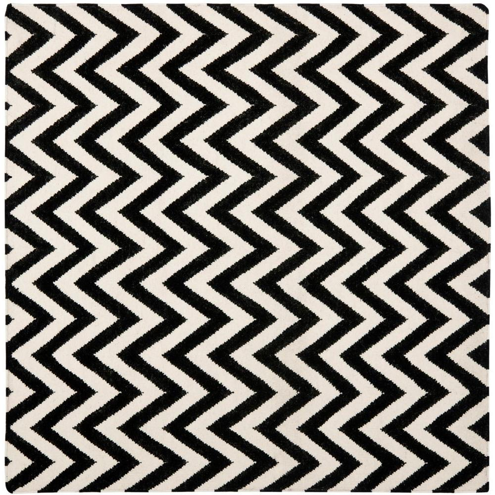 Safavieh Dhurries Black/Ivory 8 ft. x 8 ft. Square Area Rug