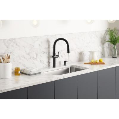 Rune Single-Handle Pull-Down Sprayer Kitchen Faucet in Matte Black