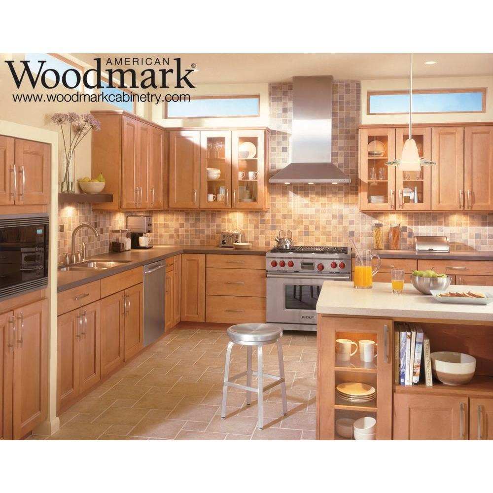 American Woodmark 14-1/2x14-9/16 in. Cabinet Door Sample in Del Ray Maple  Spice