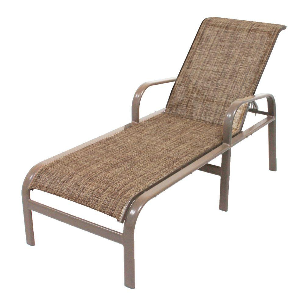Hampton bay woodbury wicker outdoor chaise lounge with for Chaise longue jardin brico depot