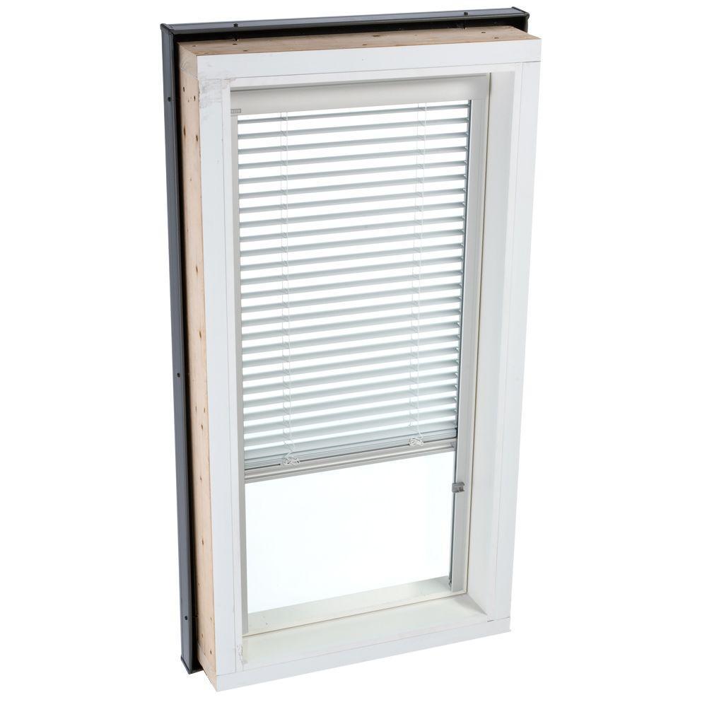 Velux white manually operated venetian skylight blind for for Shades for velux skylights