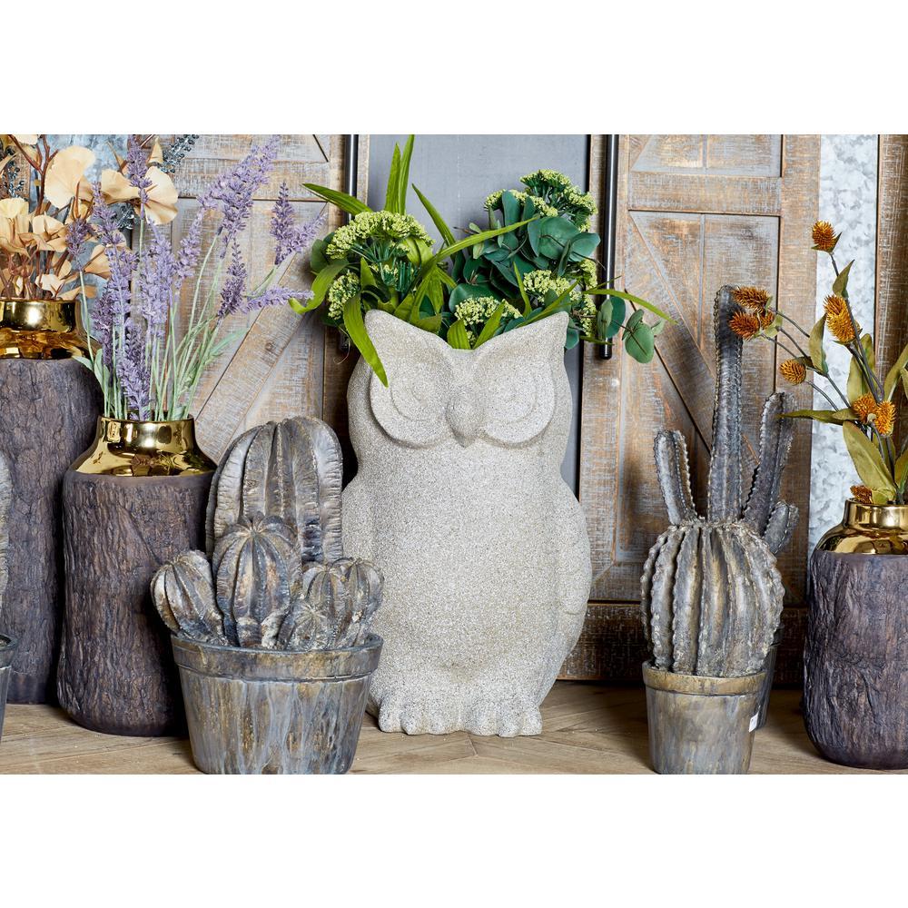 Litton Lane Distressed Gray Fiber Clay Owl Planter 40490