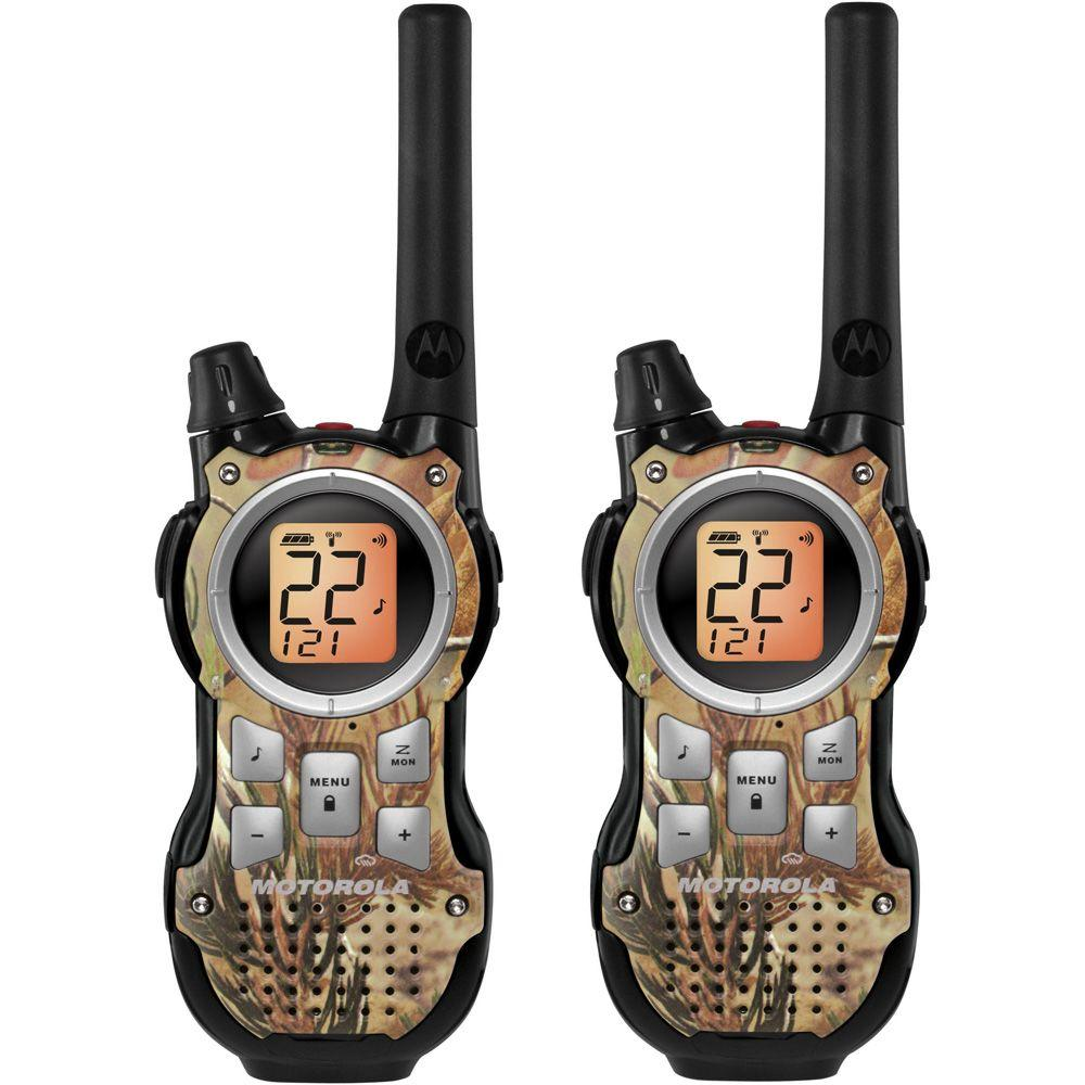Motorola Talkabout 35-Mile Range 30-Channel 2-Way Radio Realtree Camo and Bundled Accessories