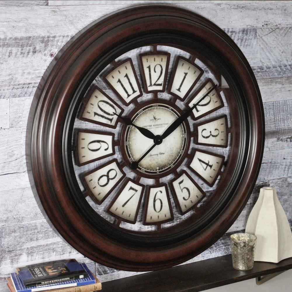 Elegant Round Majestic Hollow Wall Clock