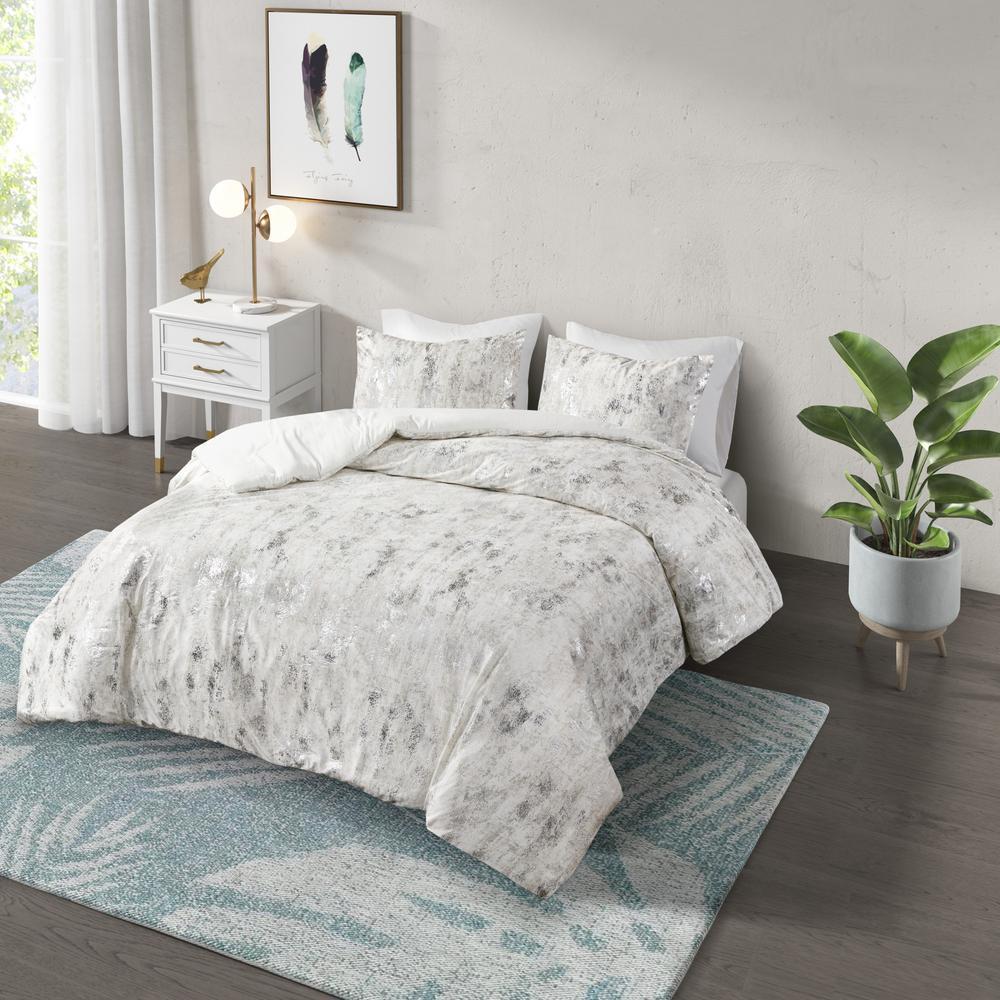 Pearl 3-Piece Ivory Full/Queen Metallic Printed Velvet Comforter Set