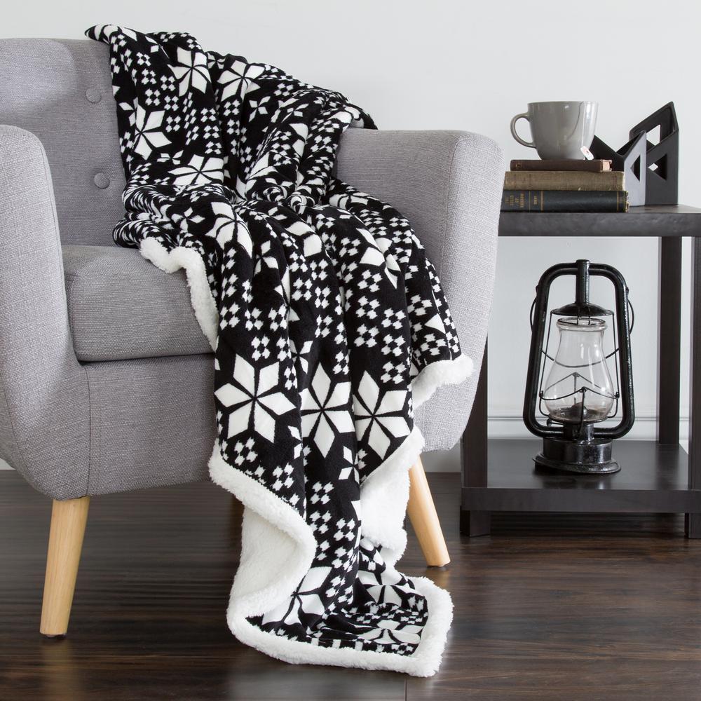 Lavish Home Black and White Snowflakes Fleece Sherpa Throw 61-00004-FB