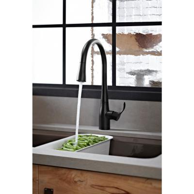 Simplice Single-Handle Pull-Down Sprayer Kitchen Faucet with DockNetik and Sweep Spray in Matte Black