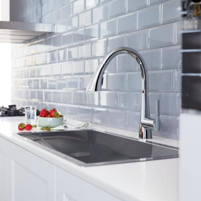Ladylux L2 Single-Handle Pull-Out Sprayer Kitchen Faucet with Swivel Spout in StarLight Chrome
