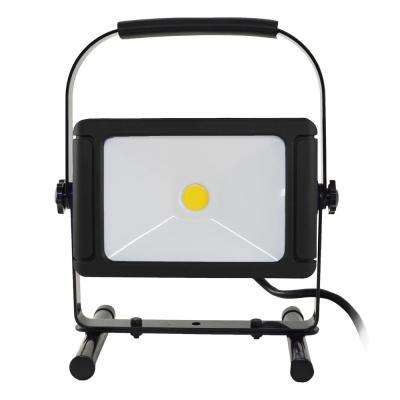 5,000 Lumens LED Work Light with USB Outlet