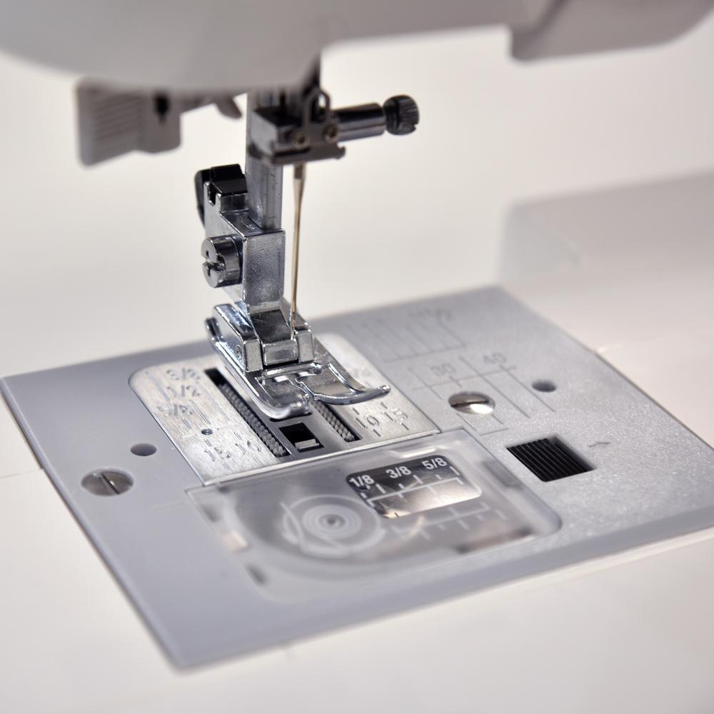 Janome-C30 30-Stitch Computerized Sewing Machine
