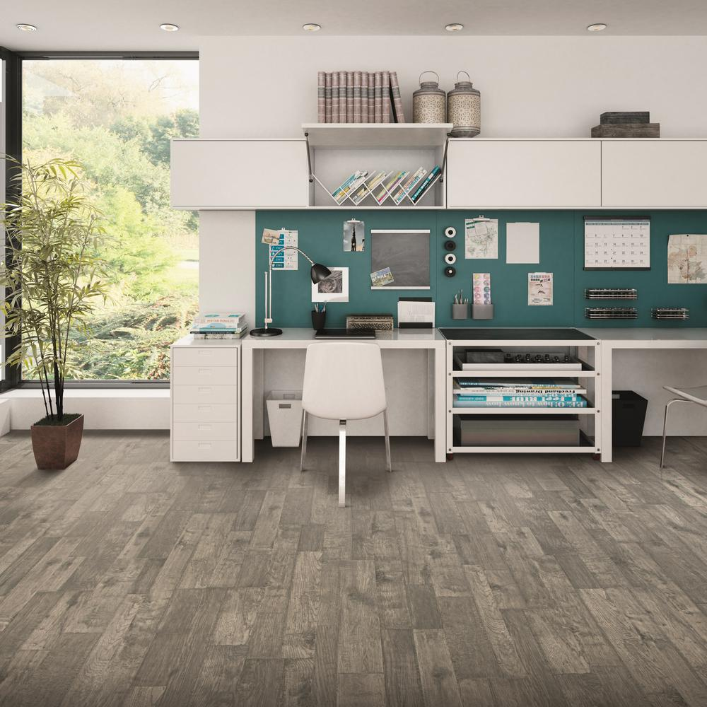 Natural Spalted Maple Laminate Flooring