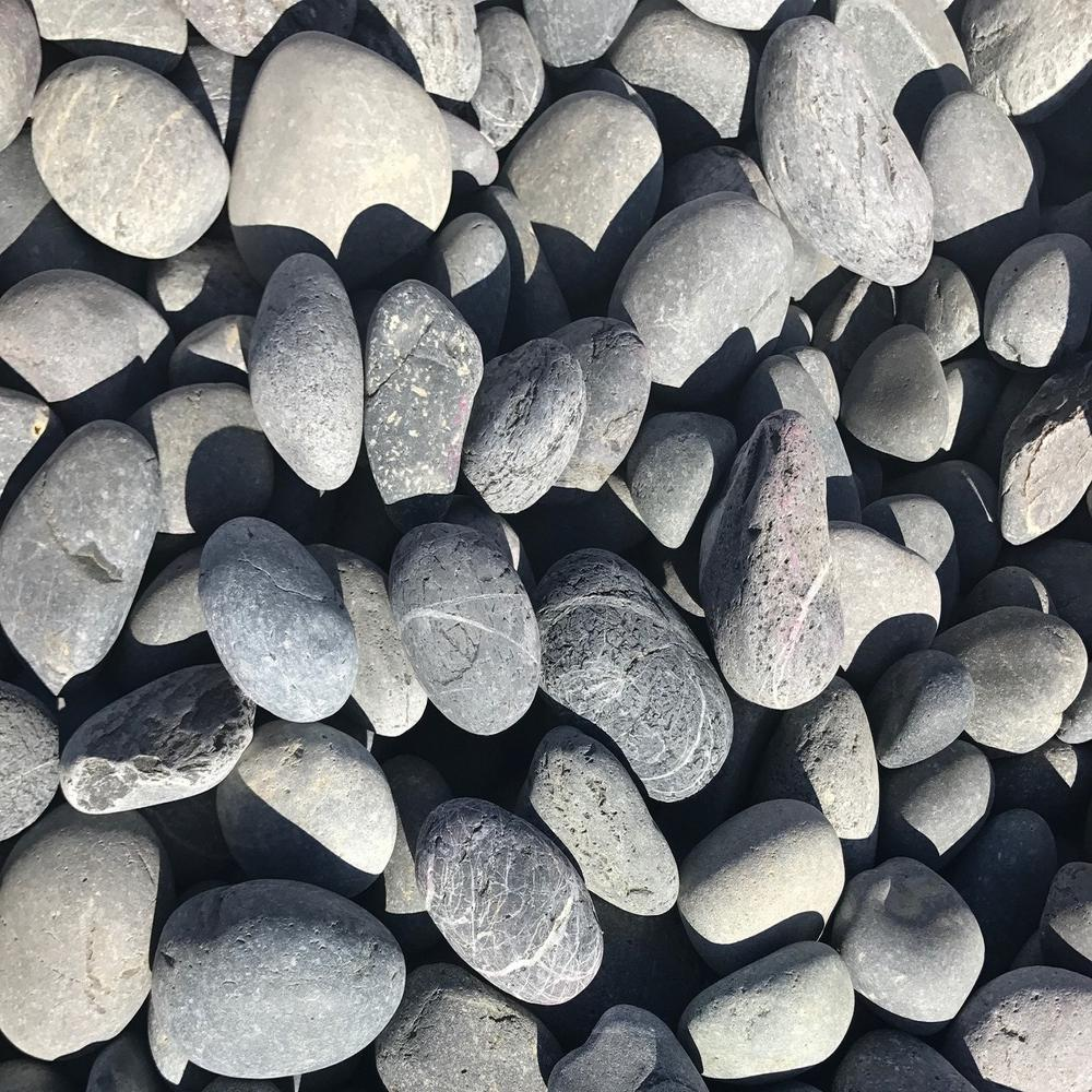 Butler Arts 1 in. to 2 in. 3000 lb. Black Mexican Beach Pebble Contractor Super Sack