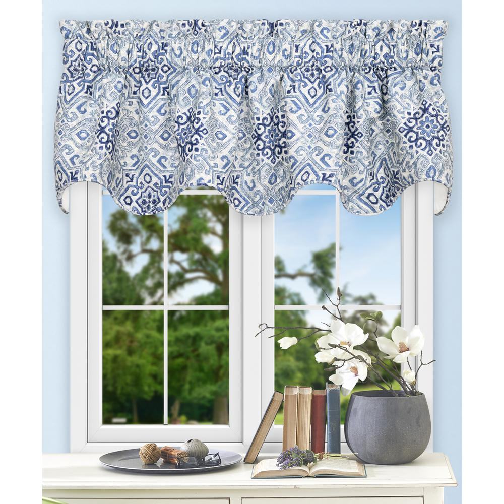 17 in. L Miramar Medallion Cotton Lined Scallop Valance in Denim