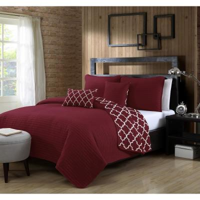Griffin Burgundy Queen Quilt Set