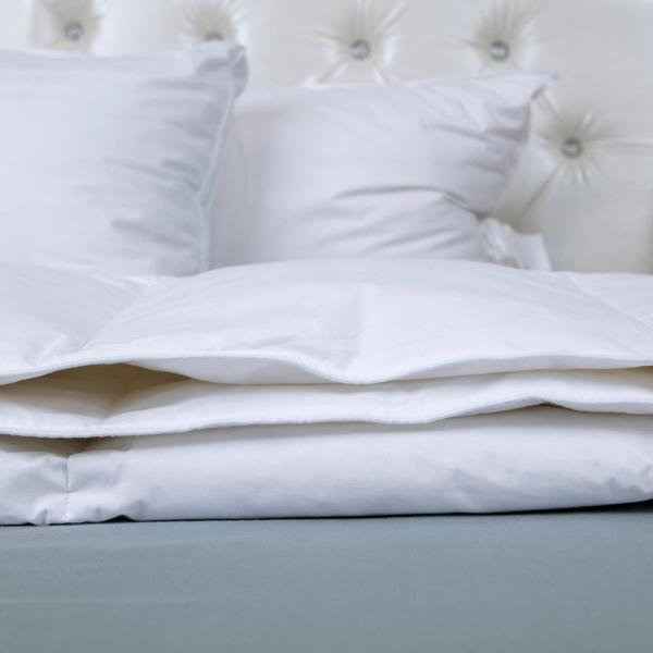 Light Warmth White Full/Queen Goose Down Comforter