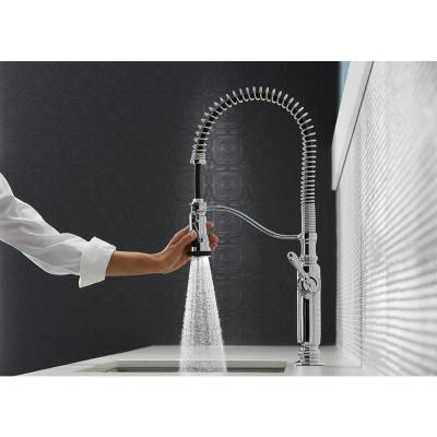Tournant Single-Handle Pull-Down Sprayer Kitchen Faucet in Vibrant Stainless