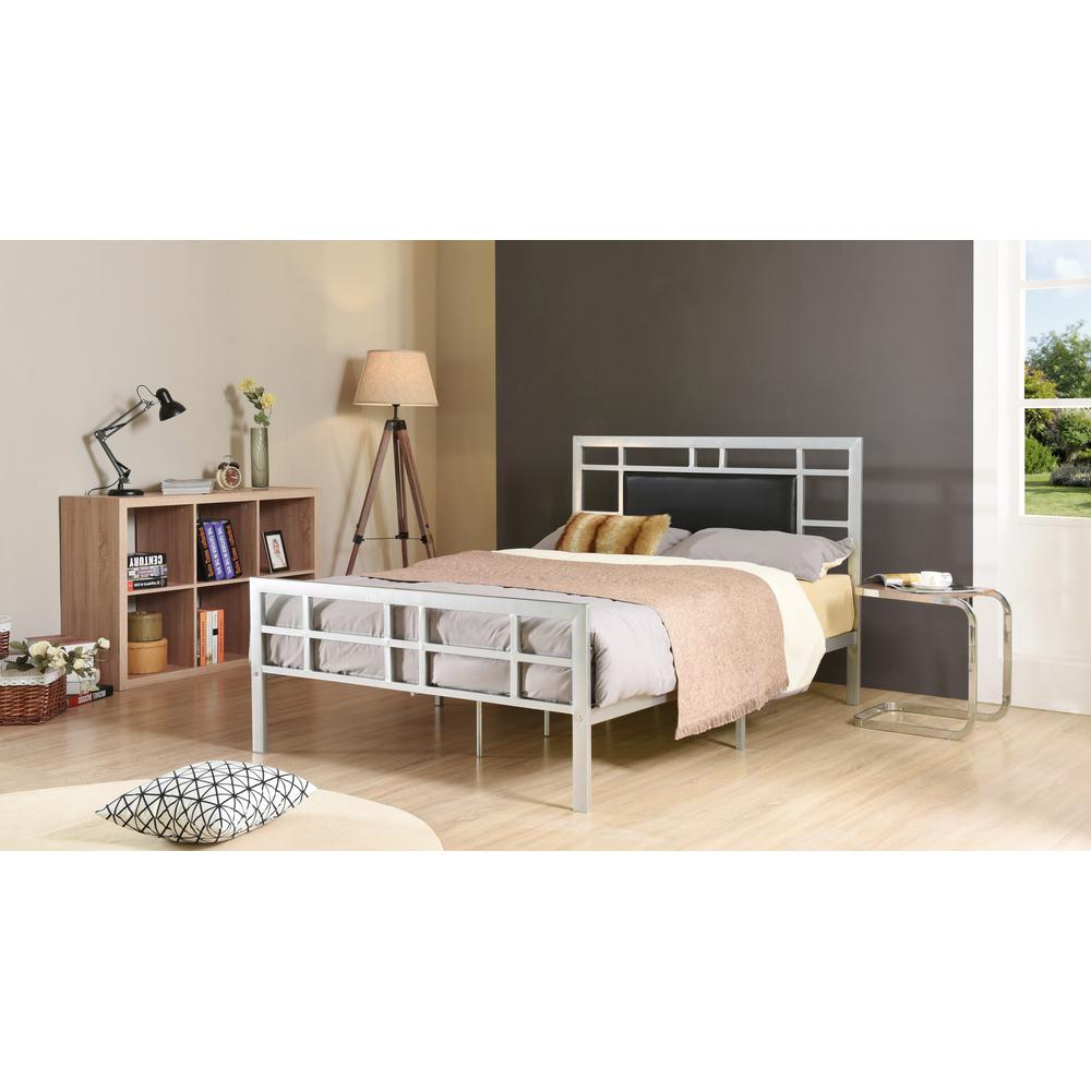 Hodedah Silver Full Upholstered Bed