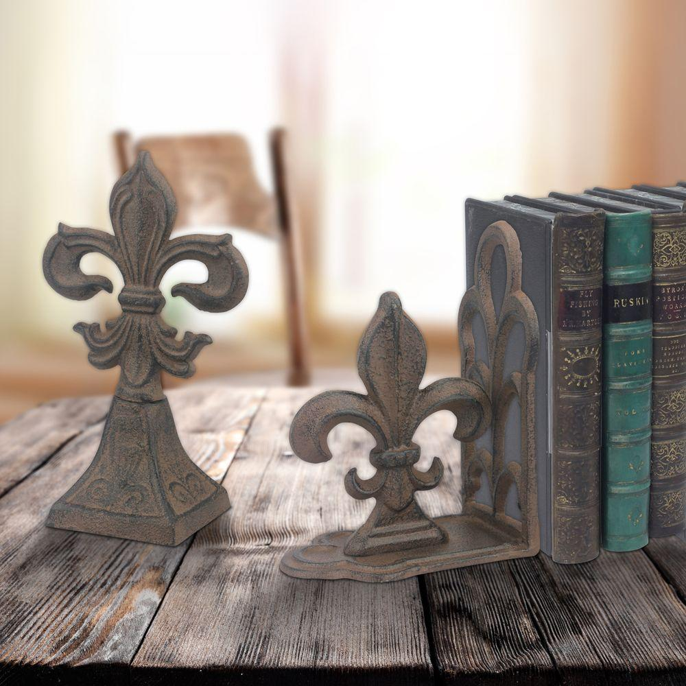 Stonebriar Collection 7 in. x 5 in. Rust Brown Iron Fleur-De-Lis Book Ends (2-Piece) Set of 2 Rustic Cast Fleur-de-Lis Bookends provide a sturdy and eye-catching addition to your book shelf. Fleur-de-lis accents add a French touch to any room. The bookends are not only lovely to look at but very functional and sturdy as well. Color: Brown.