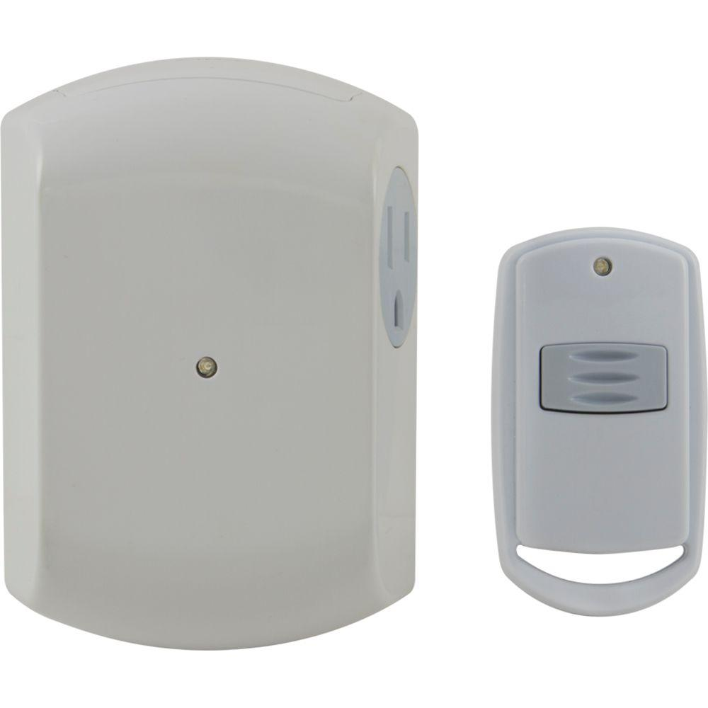 Defiant 1-Outlet Light Control Receiver With Transmitter