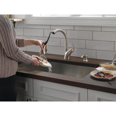 Shiloh Single-Handle Pull-Out Sprayer Kitchen Faucet with ShieldSpray in SpotShield Stainless