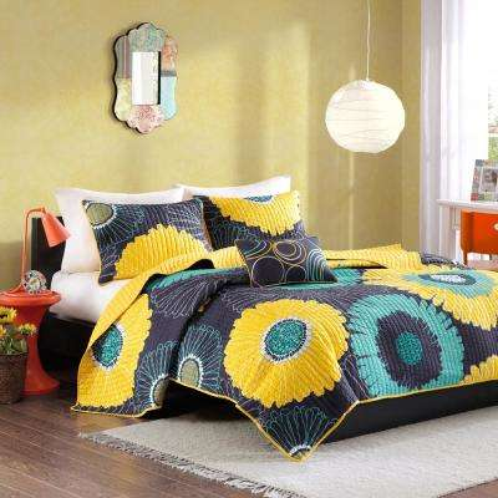 Iris 4-Piece Yellow Full/Queen Floral Coverlet Quilt Set