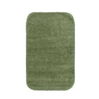 Traditional Deep Fern 24 in. x 40 in. Washable Bathroom Accent Rug