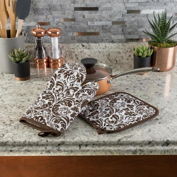 Quilted Cotton Chocolate Heat/Flame Resistant Oven Mitt and Pot Holder Set (2-Pack)