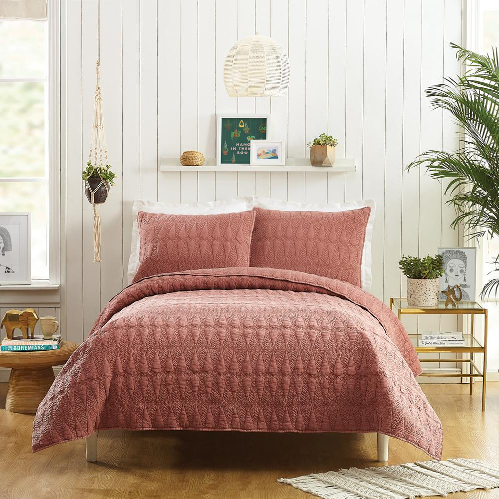 Reviews For Makers Collective Kahelo Red Brown King Cotton Quilt Set 3 Piece By Justina Blakeney C561a17rdnfs The Home Depot