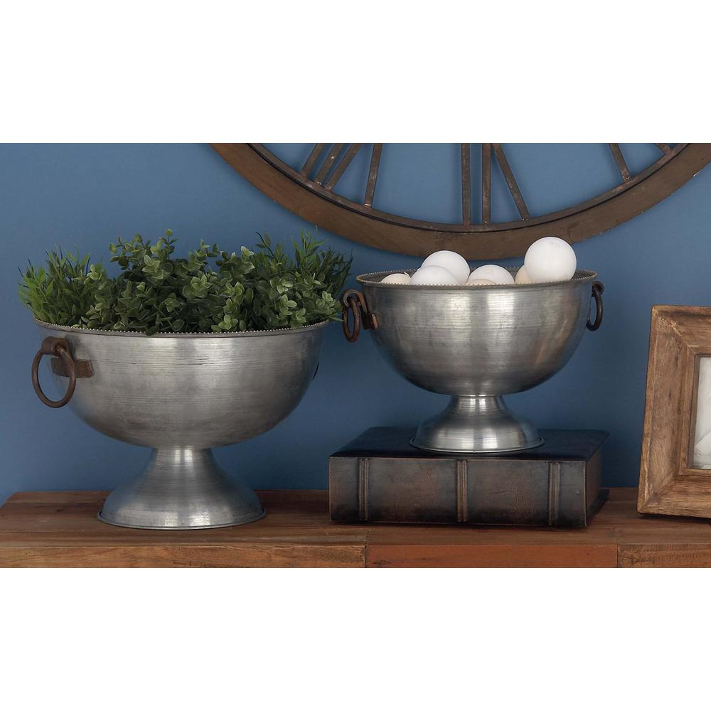 Large: 16 in., Small: 14 in. Industrial Arts Silver Iron Planters