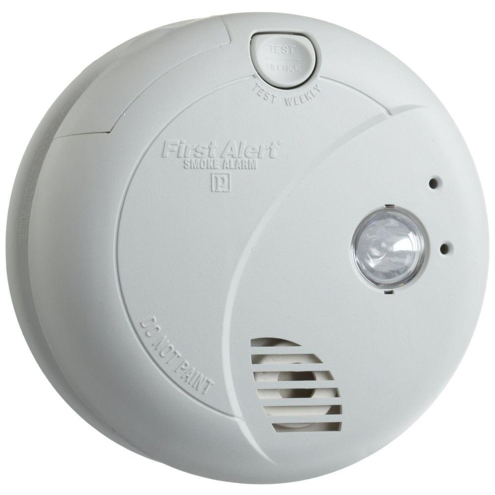 first alert hardwired smoke alarm with escape light 7020b. Black Bedroom Furniture Sets. Home Design Ideas