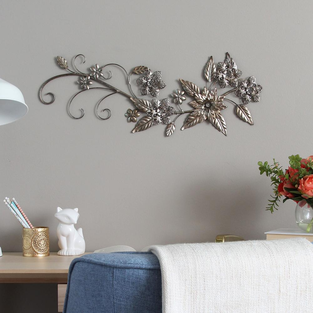 Stratton Home Decor Floral River Bend Metal Wall Decor