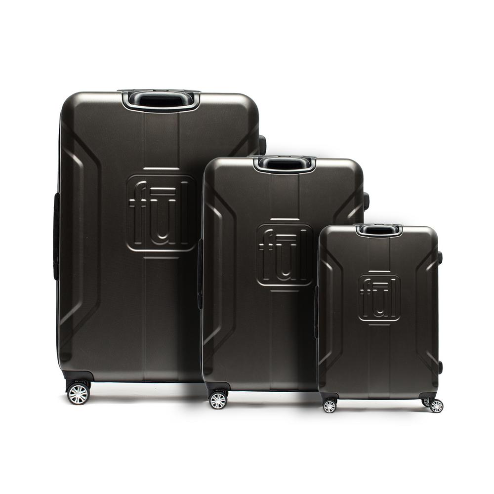 Pilot Under-Seat 16.5 in. Black Carry-On Luggage Spinner