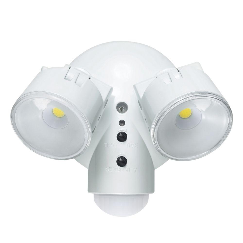 Globe Electric 180 Degree Detection Zone White Weather Resistant Dusk to Dawn Motion Activated Security Light