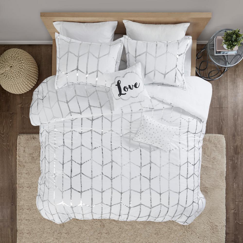 Intelligent Design Khloe 4 Piece White, Silver And White Bedding Sets