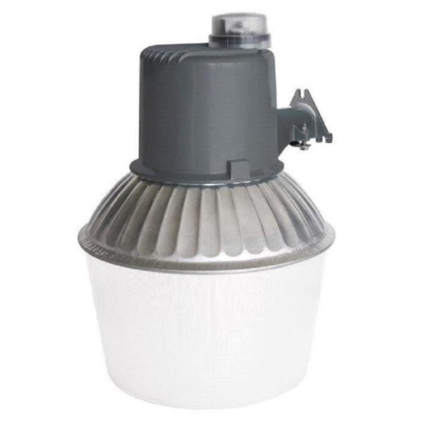 Southwire 150 Watt Steel Outdoor Dusk To Dawn Area Light With Metal Halide Bulb And Mounting Arm L1743 The Home Depot