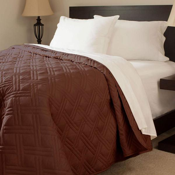Lavish Home Solid Color Chocolate Twin Bed Quilt 66-40-T-C