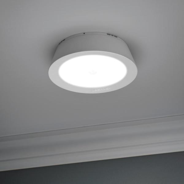 Mr Beams Indoor Outdoor 200 Lumen Battery Powered Motion Activated Led Ceiling Light White Mb981 Wht 01 06 The Home Depot