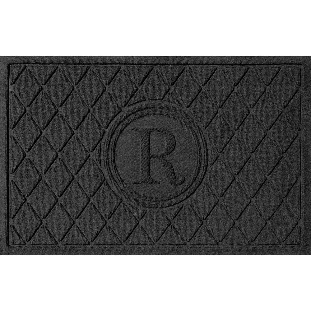 Bungalow Flooring Argyle Charcoal 24 in. x 36 in. Monogram R Door Mat