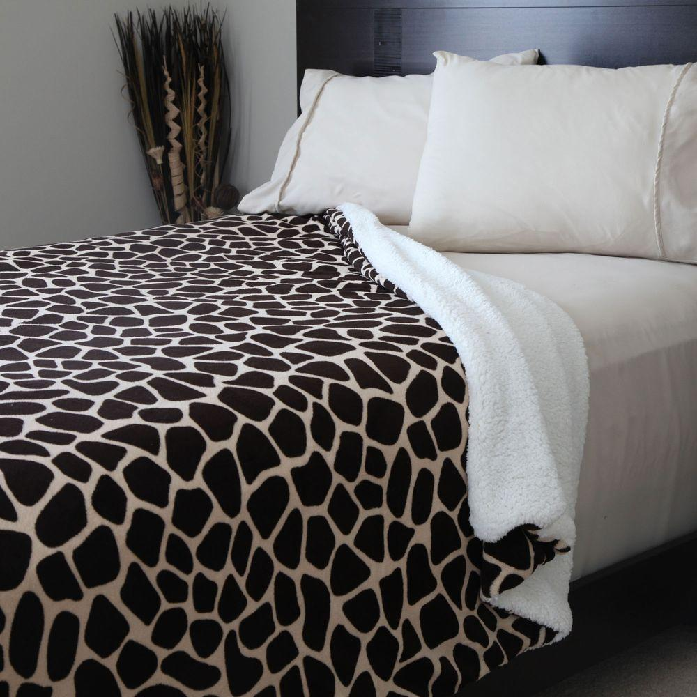 Lavish Home Giraffe Print Fleece Sherpa Polyester King Blanket 61